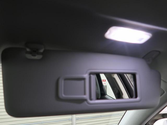 ●バニティーミラー『夜間にもランプが点灯しますので便利です。』