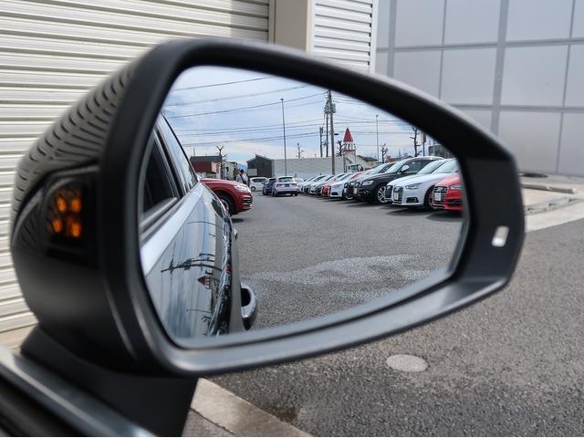 ●アウディサイドアシスト『後方の死角並走する車両を察知しドアミラーの内側のLEDが点灯。ドライバーに注意を促し事故を未然に防ぐシステムです』