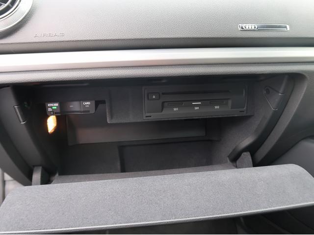 ●グローブボックス『車検証や取扱説明書などを収納できるスペースを確保』