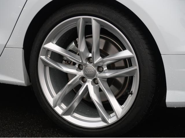 <Audi純正アルミホイール>熱処理や最大4層の高品質塗料の積層塗装により極めて優れた強度と耐候性を実現しています。