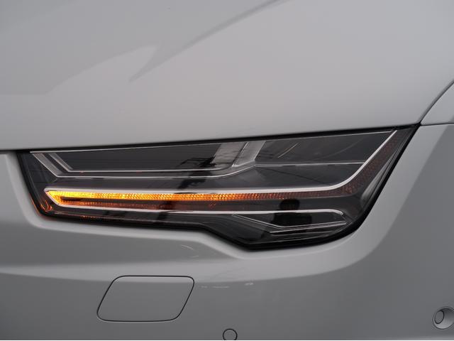 <マトリクスLEDヘッドライト>対向車や前方を走るクルマに直接光を照射しないようにコントロールしつつ、それ以外の車間エリアや周辺は明るく照らし出します。
