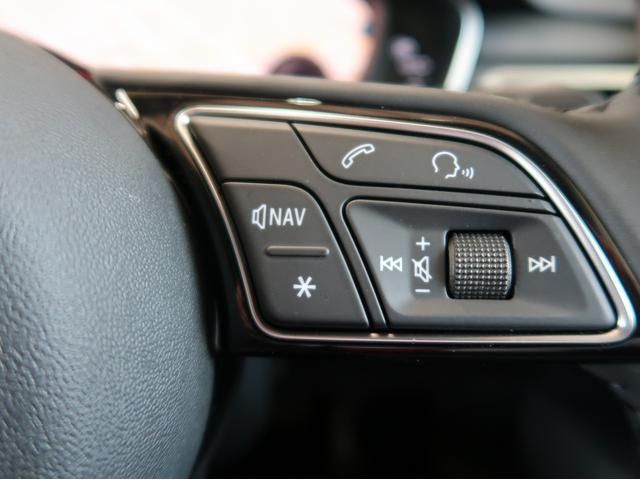 3時45分の位置でハンドルを握ると基本的な全ての操作レバー/ボタンに手が届きます。