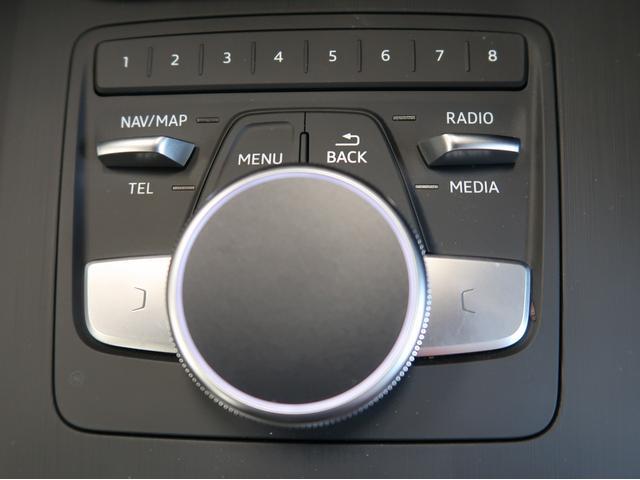 ダイヤルを回したり押したりなぞったりと感覚的な方法でナビやメディアを操作できます。