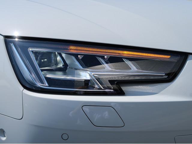 LEDを使用のヘッドライトはウィンカーが流れる仕様になっています。