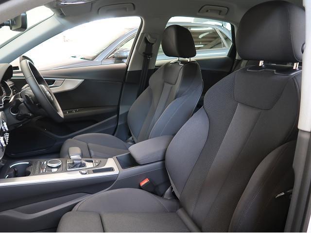 ●人間工学に基づき着座面全体で乗員を包み込むシートは、長時間ドライブも疲労が少なく快適です。