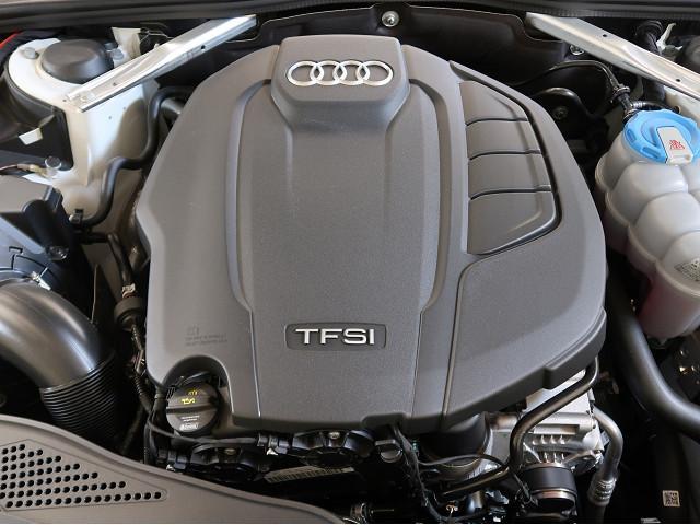 <TFSIエンジン>ガソリン直噴とインタークーラー付きターボチャージャーという技術をコアに、高い効率と高出力を両立させています。