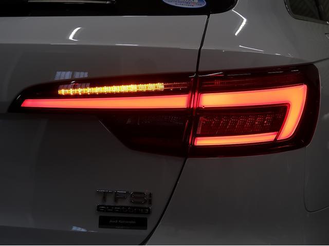 〈リヤコンビネーションライト〉内側から外側へ流れて点灯するテールライトです。