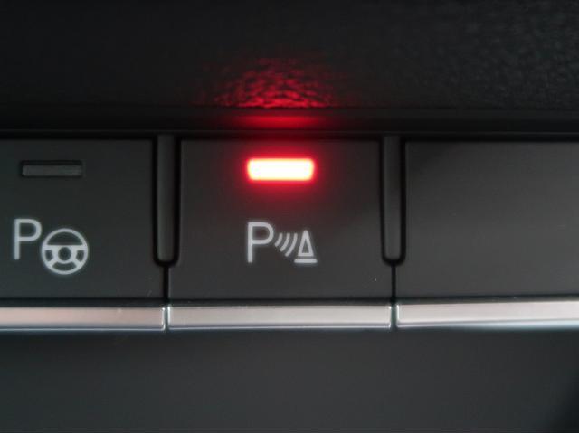 〈パーキングセンサー〉後方の映像をインターフェースに写すとともに、タイヤの軌道予測を表示し、駐車のアシストを行います。