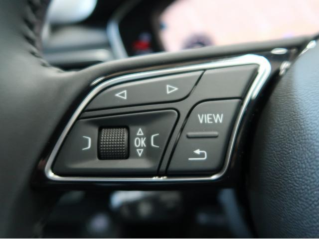ステアリングの左側にはモード選択などのボタンが配置されております。