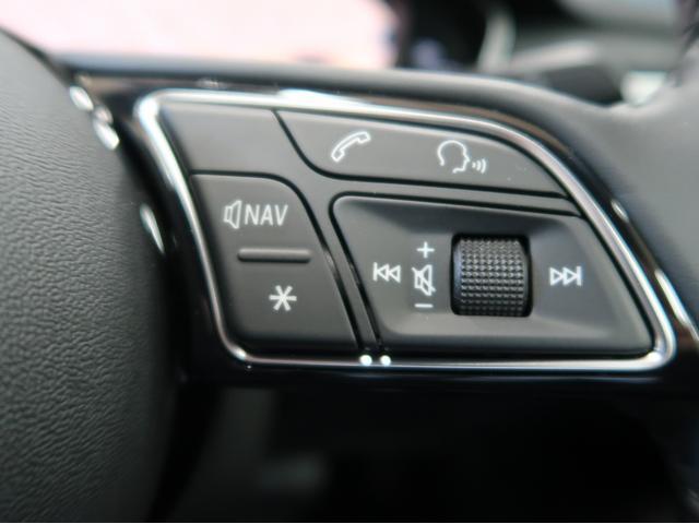 ステアリングの右側にはボリュームボタンなどが配置されております。
