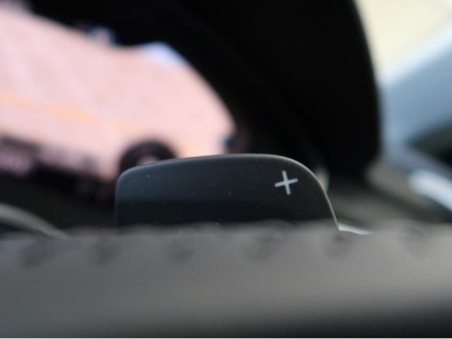 〈ステアリングパドルシフト〉ハンドルを握りながらシフトチェンジが可能となっております。