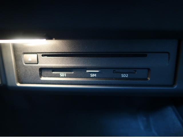 〈SD・SIM・CDスロットル〉グローブボックス内に再生ハードが内包されており、スッキリとした室内デザインとなっております。