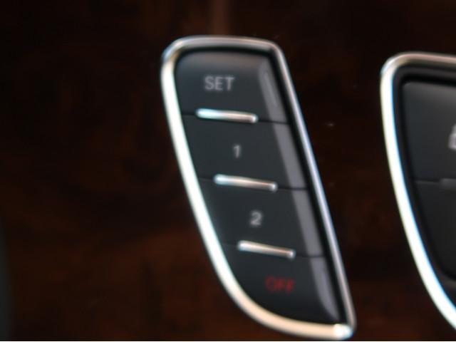 シートメモリー機能付きのため、複数人が運転するケースにて便利にお使いいただけます。