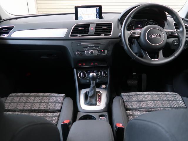 運転席側に傾いた操作パネルやインターフェース、車高の高さなどドライバー環境の良いコックピットになっております