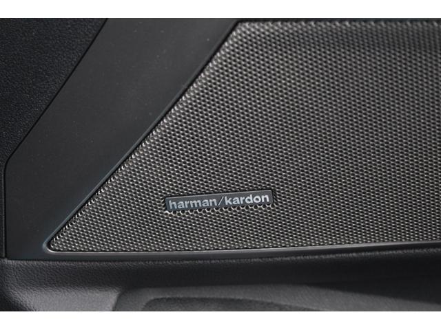 harman kardonサウンドシステムは繊細で上質な音を奏でます。
