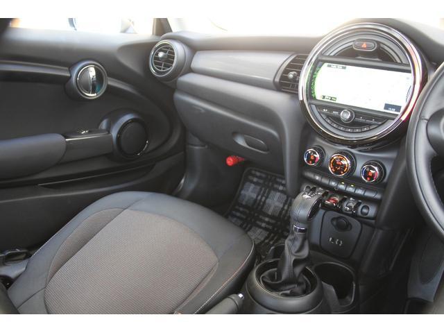 クーパーD 認定保証2年付・コンフォートA・純正HDDナビ・LEDヘッドライト・ETC・後付ユニオンジャックテールライト・6速AT・ブラックルーフ・純正15インチAW(17枚目)