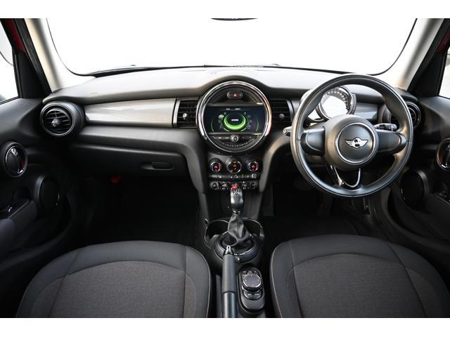 クーパー 認定保証1年付・6速AT・ドライビングモード付・ブラックルーフ・ルーフステッカー・純正HDDナビ・社外リアカメラ・LEDヘッドライト・ETC・純正15インチAW(12枚目)