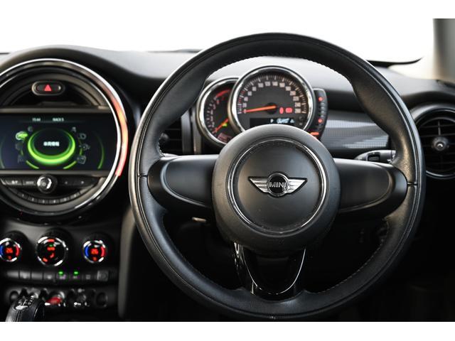 クーパー 認定保証1年付・6速AT・ドライビングモード付・ブラックルーフ・ルーフステッカー・純正HDDナビ・社外リアカメラ・LEDヘッドライト・ETC・純正15インチAW(13枚目)