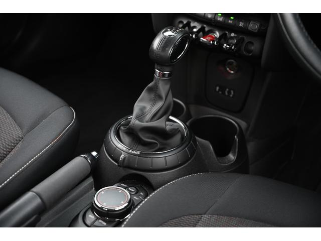 クーパー 認定保証1年付・6速AT・ドライビングモード付・ブラックルーフ・ルーフステッカー・純正HDDナビ・社外リアカメラ・LEDヘッドライト・ETC・純正15インチAW(15枚目)