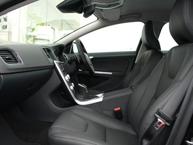 ボルボ ボルボ V60 T5 SE2017モデル 社内使用車 ブラック革 リアカメラ