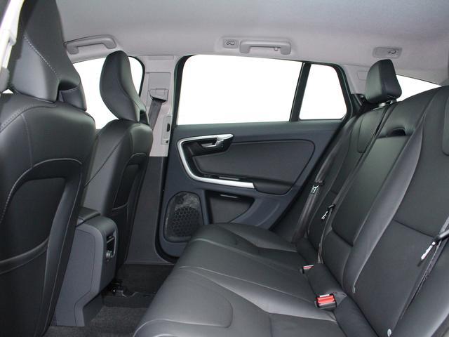 ボルボ ボルボ V60 T5 SE登録済未使用車 ブラック革 8AT リアカメ
