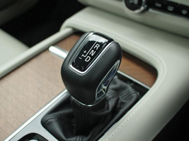 ボルボ ボルボ V90 T6 AWD インスクリプション B&W ガラスルーフ 白革