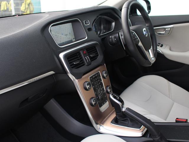 ボルボ ボルボ V40 クロスカントリー D4 SE2016年モデル スマートキー