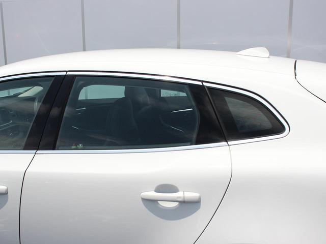 D4 インスクリプション 社内使用車両 ハーマンカードン(8枚目)