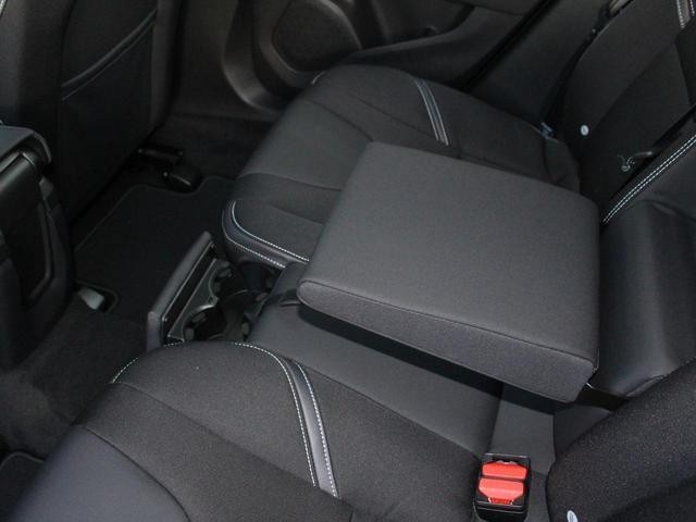 D4 モメンタム 登録済未使用車 LEDヘッドライト(13枚目)
