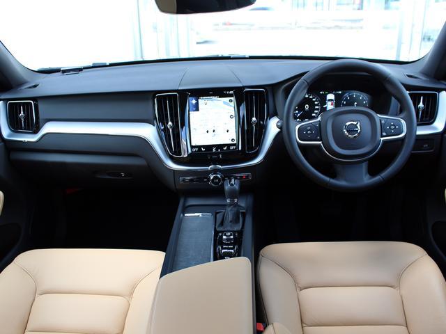 タンレザーのシートとブラックのパネルが北欧デザインを象徴しています。クリーンでシンプルのモダニンテリアです。