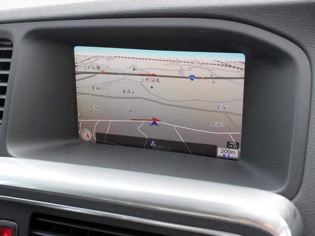 純正ナビゲーションが標準装備。音声入力で走行中の行先設定も安全かつ快適に行えます。