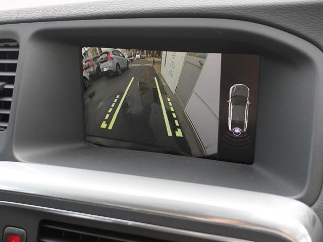 リアカメラとバックセンサーが標準装備。お出かけ先での駐車の際もスムーズな車庫入れが可能です。