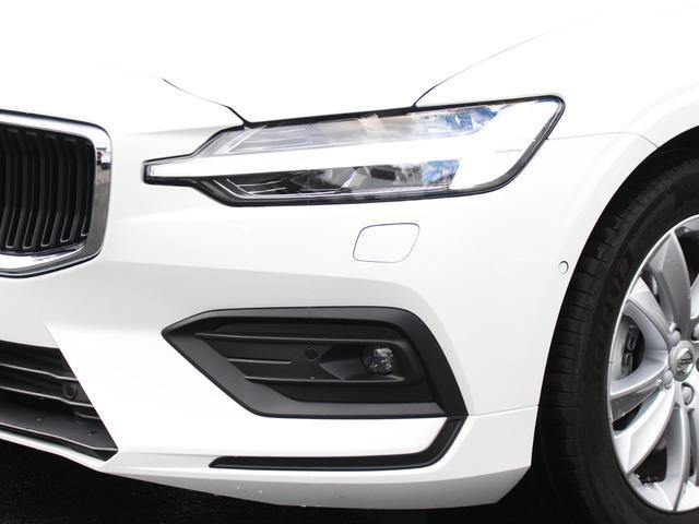 最新ボルボのアイコンであるT型LEDライトはデイライト機能ももち、昼夜を問わず高い被視認性を誇ります。