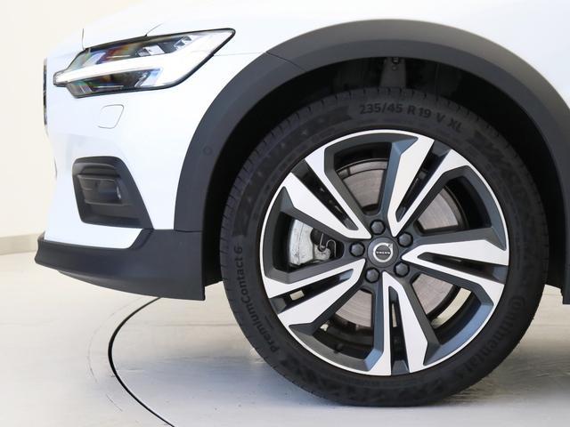 クロスカントリー T5 AWD プロ ベージュナッパレザー 監視機能付純正ドラレコ 社内使用 ベンチレーション マッサージ harman/kardonプレミアムサウンド パワーテールゲート キーレスエントリー 車間警告機能 360度カメラ(7枚目)
