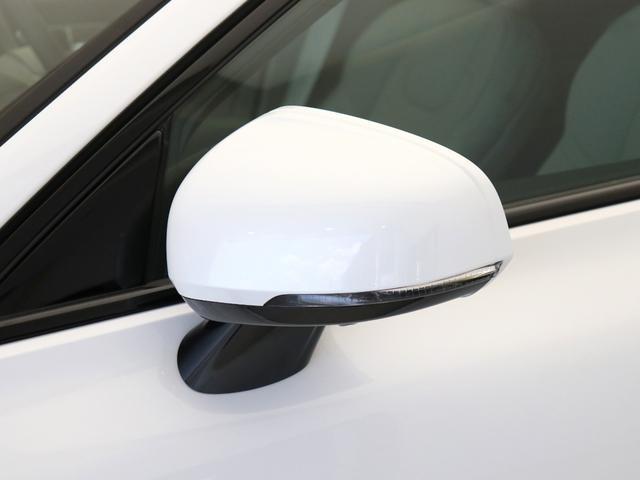 クロスカントリー T5 AWD プロ ベージュナッパレザー 監視機能付純正ドラレコ 社内使用 ベンチレーション マッサージ harman/kardonプレミアムサウンド パワーテールゲート キーレスエントリー 車間警告機能 360度カメラ(14枚目)