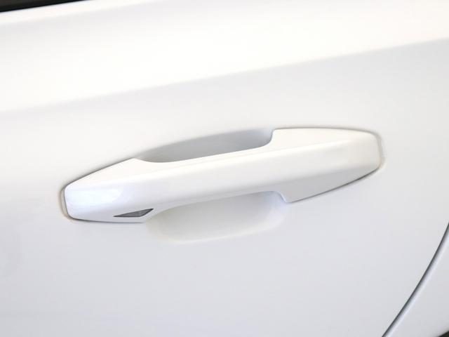クロスカントリー T5 AWD プロ ベージュナッパレザー 監視機能付純正ドラレコ 社内使用 ベンチレーション マッサージ harman/kardonプレミアムサウンド パワーテールゲート キーレスエントリー 車間警告機能 360度カメラ(15枚目)