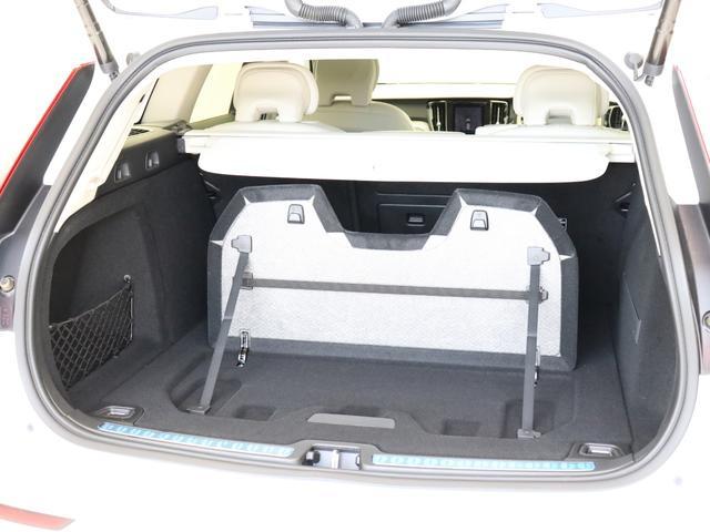 クロスカントリー T5 AWD プロ ベージュナッパレザー 監視機能付純正ドラレコ 社内使用 ベンチレーション マッサージ harman/kardonプレミアムサウンド パワーテールゲート キーレスエントリー 車間警告機能 360度カメラ(25枚目)