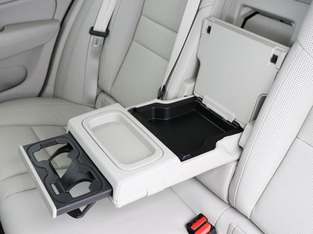 クロスカントリー T5 AWD プロ ベージュナッパレザー 監視機能付純正ドラレコ 社内使用 ベンチレーション マッサージ harman/kardonプレミアムサウンド パワーテールゲート キーレスエントリー 車間警告機能 360度カメラ(40枚目)