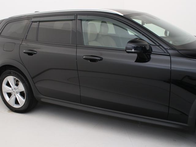クロスカントリー T5 AWD レザーパッケージ 純正ドラレコ キーレス LEDヘッドライト シートヒーター リアカメラ&360度カメラ 緊急エマージェンシーブレーキ フロント8ウェイパワーシート パワーテールゲート ルーフレール(19枚目)