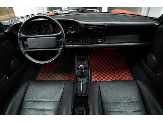 ウィンカーとフォグランプも美しいコンディションを保たれています。修復歴がない911はチリがピタッと合っていてスッキリして見えます。