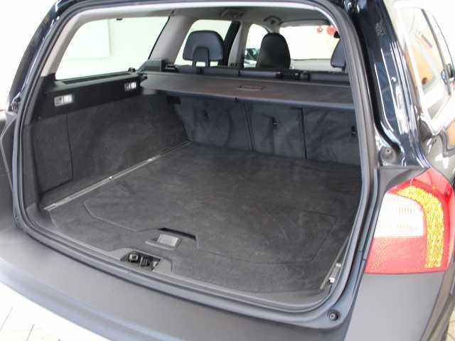 ボルボ ボルボ XC70 T6 AWD SE 19インチブラックアルミホイール装着