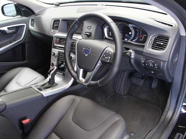 ボルボ ボルボ V60 クロスカントリー D4 SE 登録済未使用車