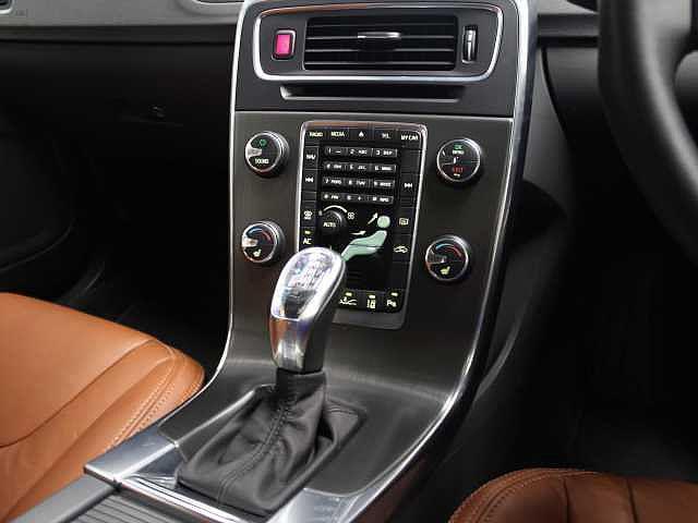 ボルボ ボルボ V60 T4 ナビゲーション・レザー・セーフティパッケージ
