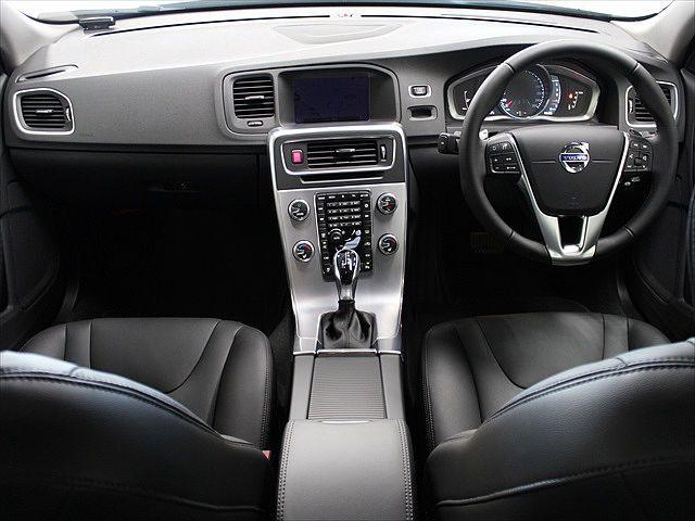 ボルボ ボルボ S60 D4 SE レザーパッケージ 登録済未使用車