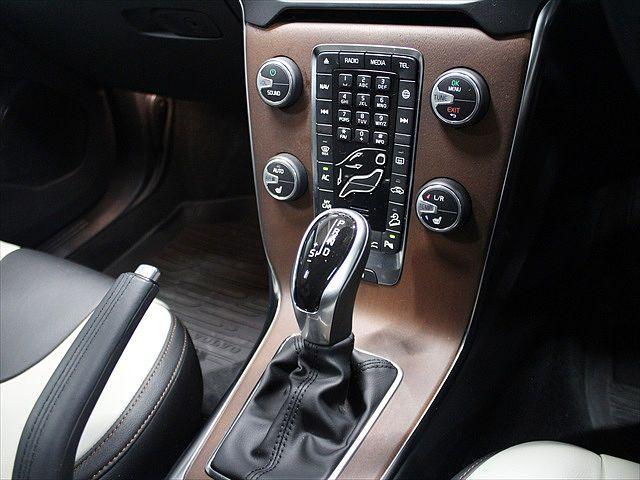 クロスカントリー T5 AWD Summum 本革シート(11枚目)