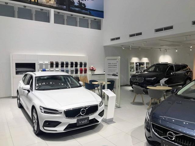 ショールームには最新のボルボ車を始めお買い得な限定車も展示しております 中古車と変わらないお支払いプランでお乗りいただけるお車もございます 是非御相談下さい