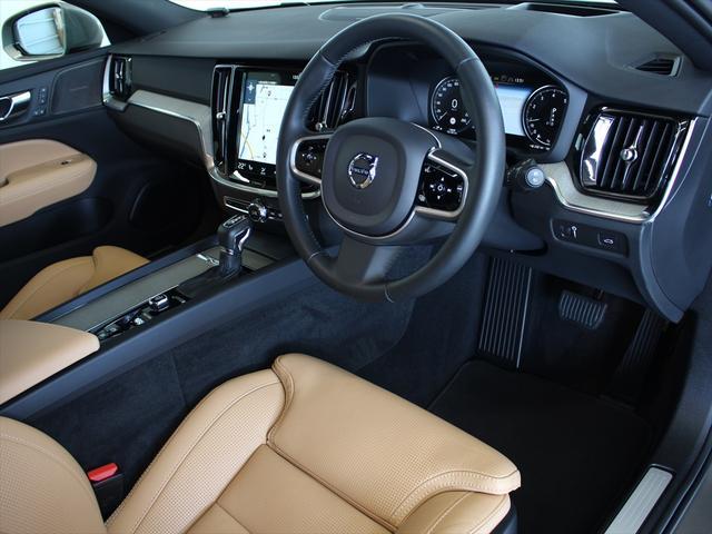 クロスカントリー T5 AWD プロ ナッパレザーシート プレミアムオーディオ LEDヘッドライト パイロットアシスト ハンズフリーテールゲート 駐車アシスト機能(6枚目)