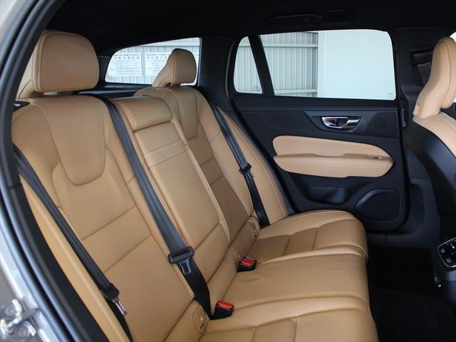 クロスカントリー T5 AWD プロ ナッパレザーシート プレミアムオーディオ LEDヘッドライト パイロットアシスト ハンズフリーテールゲート 駐車アシスト機能(8枚目)