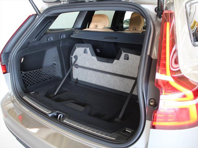 クロスカントリー T5 AWD プロ ナッパレザーシート プレミアムオーディオ LEDヘッドライト パイロットアシスト ハンズフリーテールゲート 駐車アシスト機能(19枚目)