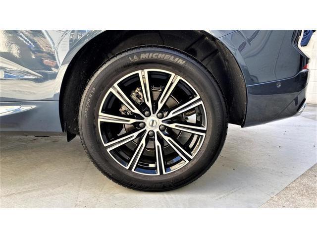 D4 AWD インスクリプション 2020年モデル レザーシート  前後シートヒーター ベンチレーション ステアリングヒーター サンルーフ ヘッドアップディスプレイ B&W ウッドパネル 前後パーキングセンサー(6枚目)